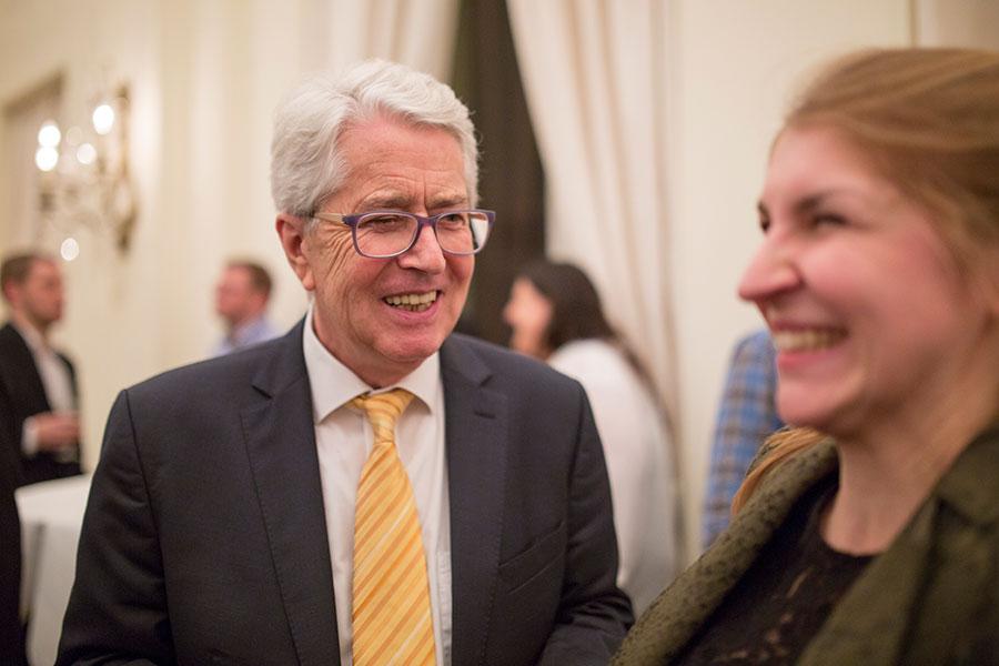 Frank Elstner im privaten Gespräch mit den Wirtschaftsjunioren Karlsruhe