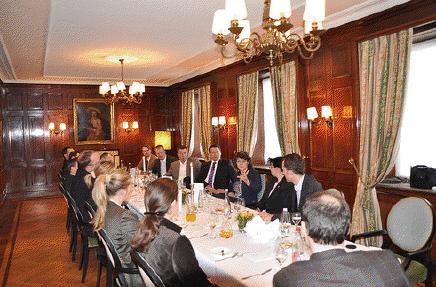 Politischer Buisness Lunch der WJ Karlsruhe Wirtschaftsjunioren Karlsruhe beim Lunch Politik